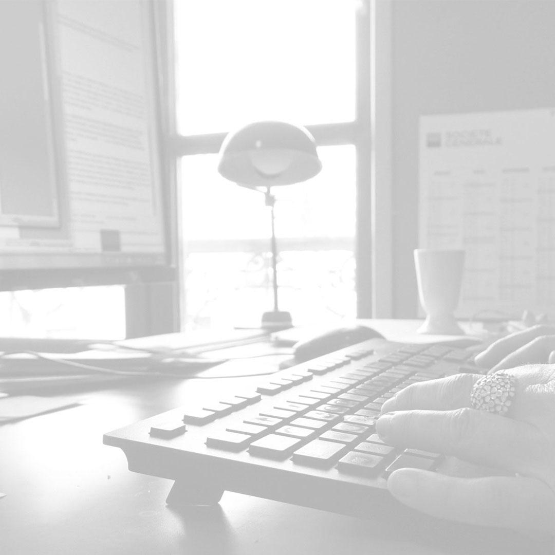 Rédaction de contenus-agence-de-communication-ligne-ovale